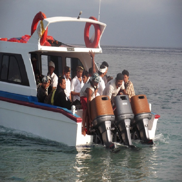Dwi-Manunggal-Fast-Boat@thenusapenida.com