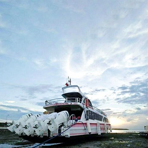 Dwi Manunggal Fast Boat