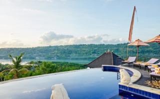 Sunrise Hut's Lembongan.,